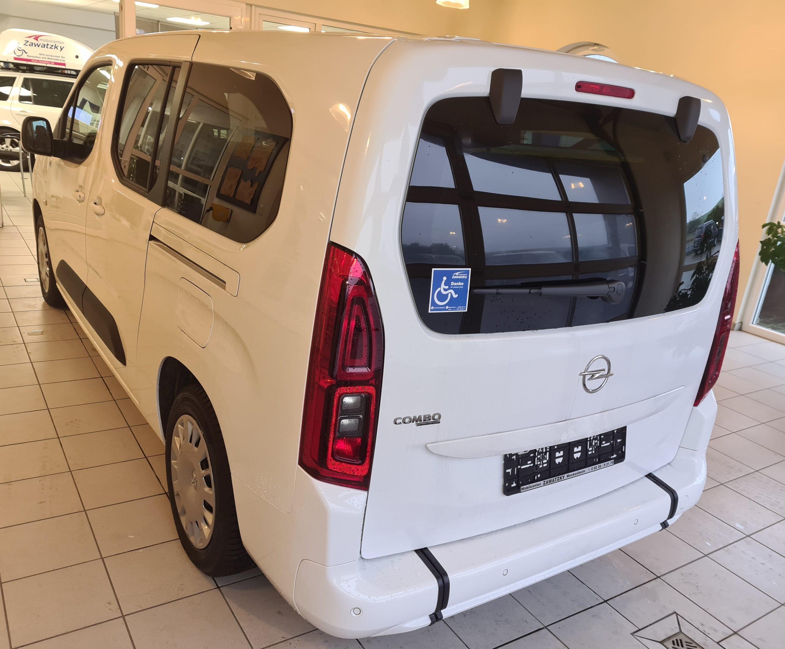 Opel Combo Life XL mit Heckausschnitt bzw. Heckeinstieg