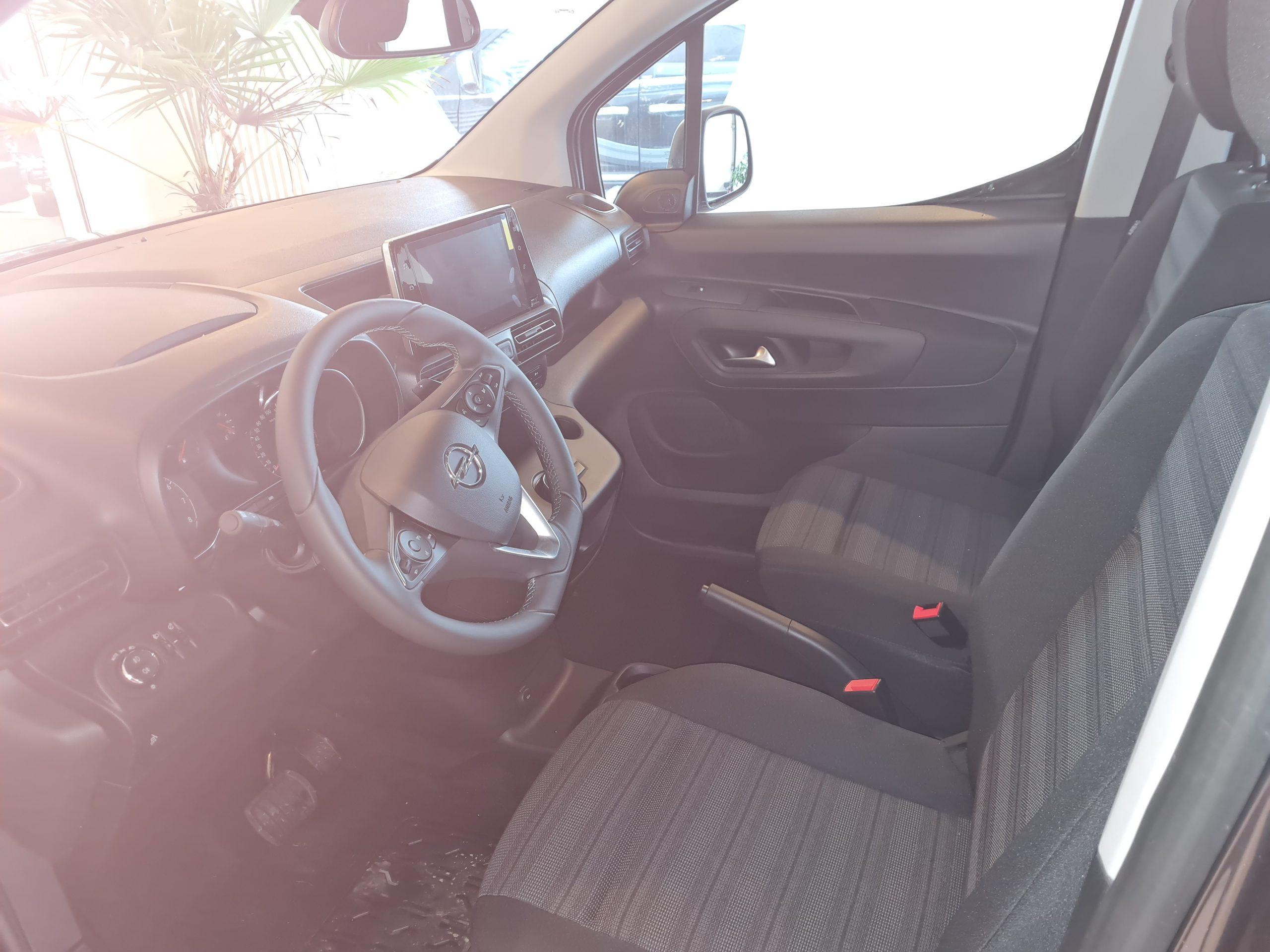 Opel Combo Life XL Edition Benziner 1,2 Turbo Automatik mit Heckausschnitt bzw. Heckeinstieg